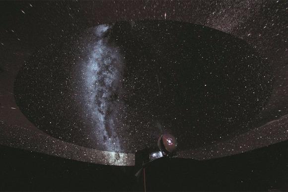 宇宙空間に身をゆだねる、ぜいたくなデートスポット