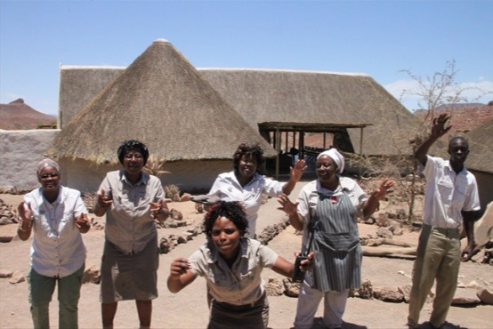 乾いた大地に暮らす人々との出会い ダマラランド・キャンプ