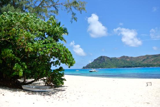 フィリピンの小島を世界的に有名にした純白ビーチ