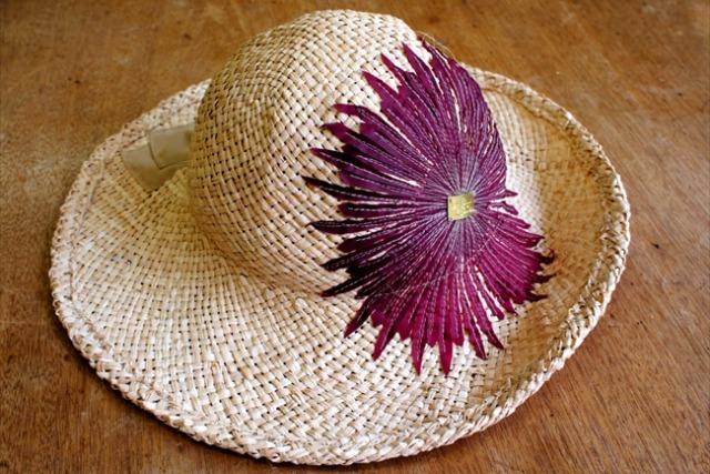 日差しに映える帽子