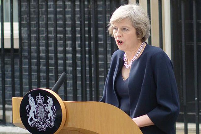 メイ英首相に見る、大人女性の新たなファッションスタイル