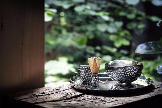 日本と西欧を結ぶ、隈研吾さんの銀茶器