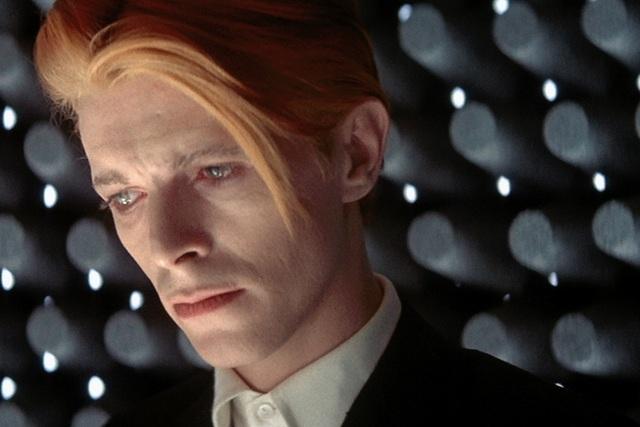 デヴィッド・ボウイ初出演映画「地球に落ちて来た男」試写会に10組をご招待