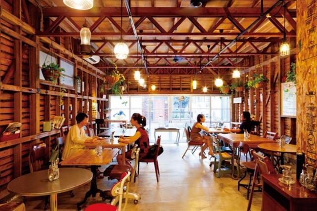 <6>古くて新しい、リノベカフェ ~イリヤプラスカフェ@カスタム倉庫