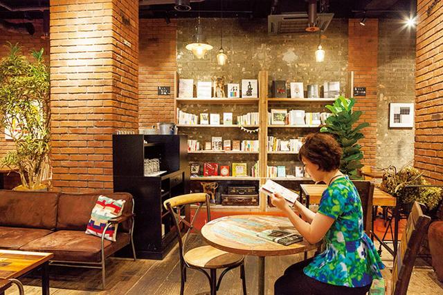 <7>本+美味しい料理がイマドキ ~BLUE BOOKS cafe JIYUGAOKA