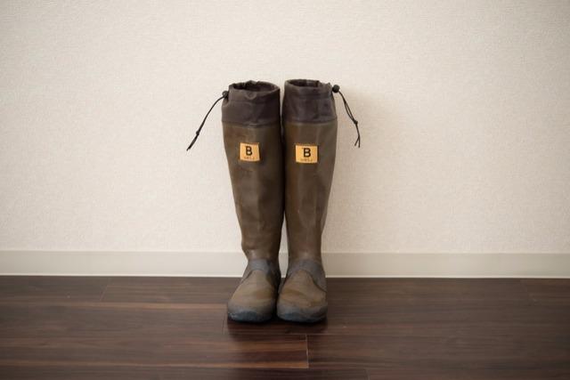 <13>雪解けの道をさっそうと。「日本野鳥の会の長靴」
