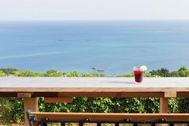 視界180度が海!沖縄の絶景カフェ