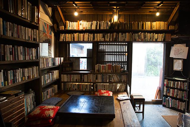 """<54>酒と""""文士料理"""" 築100年の古書店が再オープン"""