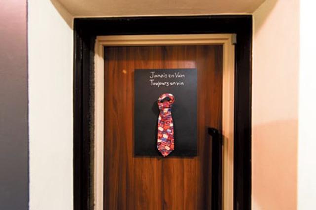 ネクタイが合図、看板ない銀座の隠れ家