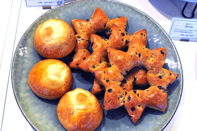 麻布十番の新星、食べるもの食べるもの「すごいパン」 / コメット