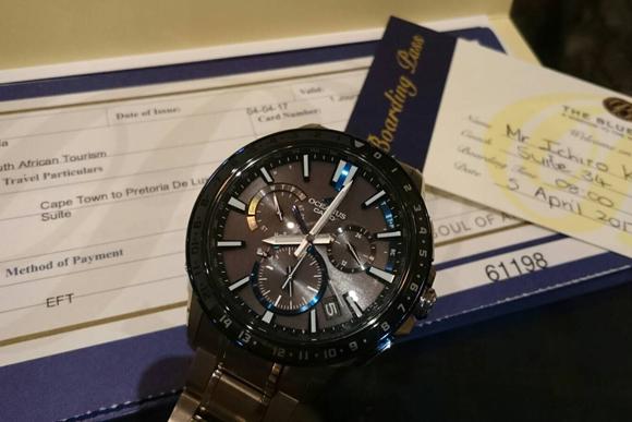 ジジの海外出張、時計はカシオの「オシアナスG1200」