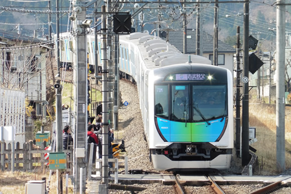 「S-TRAIN」デビュー 山、街、港をつなぐ列車