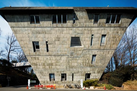 ヘンな建物に人はなぜ惹かれるのか 日本の不思議な建物