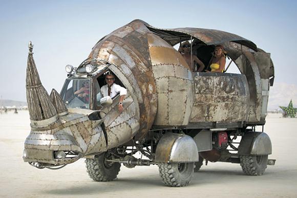 砂漠に現れた架空都市と巨大アート「BURNING MAN」