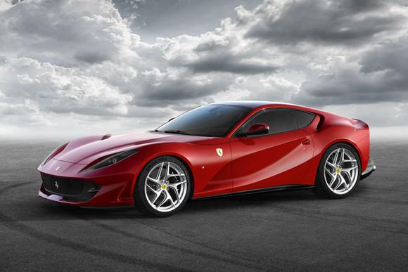 フェラーリ、新フラッグシップモデル「812スーパーファスト」を発表