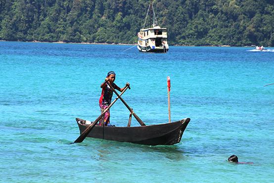 ミャンマーの海の民の村へ 冒険クルーズ乗船記