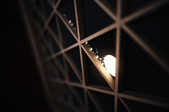 春の夜、ヴァン クリーフ&アーペルで光のアート