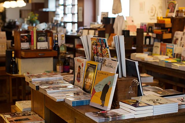 〈ブックカフェ〉(58)本とコーヒー tegamisha