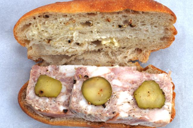 〈このパンがすごい!〉まるでビストロ 妥協知らずのサンドイッチ/イトキト