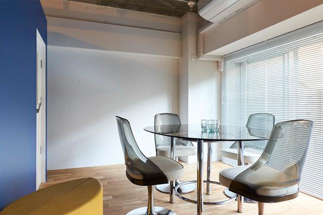 〈リノベーション・スタイル〉<143>部屋中央に夫婦別々の「スタジオ」