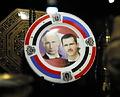 アレッポ中心部のホテルではアサド大統領とロシアのプーチン大統領が並ぶ皿が飾られていた=9日午後、アレッポ、矢木隆晴撮影