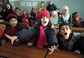 アレッポ東部では学校が次々と再開されている。再開されたサータ・アルフサリ小学校を訪れると、子どもたちが元気よく国歌を歌っていた=10日午前、アレッポ、矢木隆晴撮影