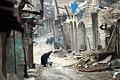 激しい戦闘で建物が破壊されたアレッポ旧市街。女性が台車で水を運んでいた=10日午前、アレッポ、矢木隆晴撮影