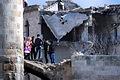 世界遺産に登録されているアレッポ城を訪れた市民たち。周辺の建物は激しく破壊されていた=10日午後、アレッポ、矢木隆晴撮影