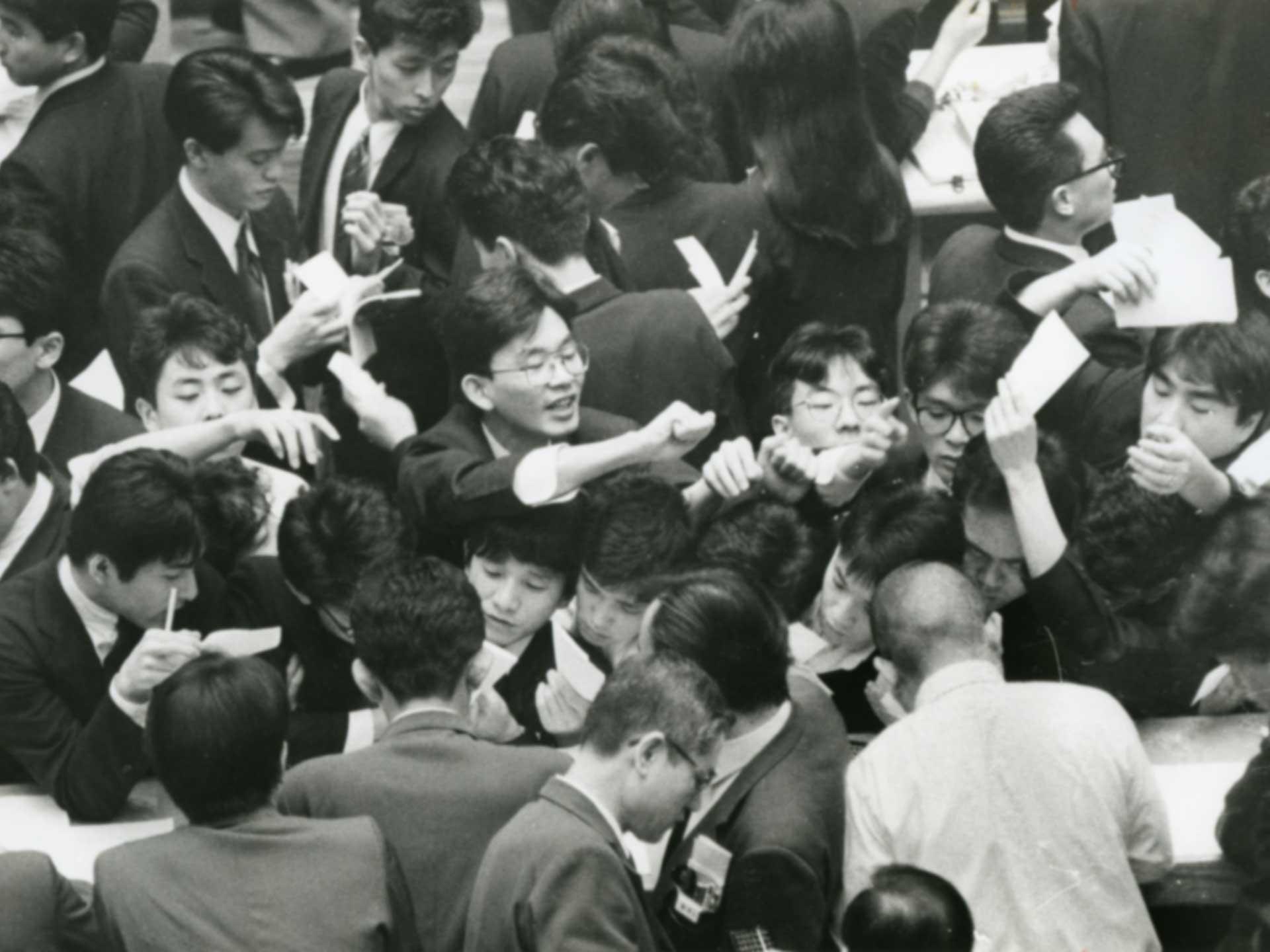 1988年、最高値を更新し大納会を迎えた東京証券取引所