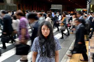 写真:比嘉陽花さんは大阪に暮らし始めて1年。「でもやっぱり本土には慣れない」=9日、大阪市北区、竹花徹朗撮影