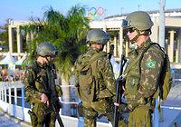 リオ五輪の開会式を控えマラカナン競技場付近は警備が強化されていた=5日、ブラジル・リオデジャネイロ、竹花徹朗撮影