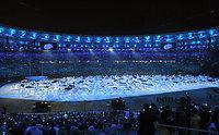 開会式では、波を表現した演出が披露された=諫山卓弥撮影