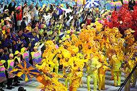 会場ではサンバ隊が開会式を盛り上げた=西畑志朗撮影