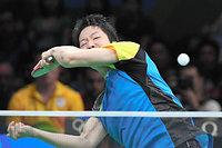 男子団体準決勝の第4試合でショットを放つ水谷隼=竹花徹朗撮影