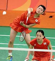 女子ダブルス準々決勝でマレーシアのペアを破り、準決勝進出を決めた高橋礼華(左)、松友美佐紀組=林敏行撮影
