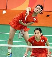 女子ダブルス準々決勝でマレーシア組を破り、準決勝進出を決めた高橋礼華(左)、松友美佐紀組=林敏行撮影