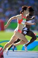 女子200メートル予選で敗退した福島千里(手前)=諫山卓弥撮影