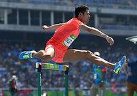 男子400メートル障害予選を突破、準決勝進出を決めた野沢啓佑=諫山卓弥撮影