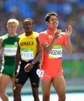男子400メートル障害予選を突破し、準決勝進出を決めた野沢啓佑(右端)=諫山卓弥撮影
