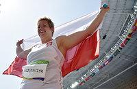 女子ハンマー投げで世界新記録を出し、優勝したアニタ・ウォダルチク=諫山卓弥撮影