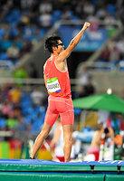 男子棒高跳びで5メートル50に成功し、ガッツポーズをする沢野大地=諫山卓弥撮影