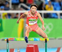 女子400メートル障害で予選敗退した久保倉里美=諫山卓弥撮影