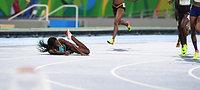 女子400メートル決勝で頭から飛び込んでゴールし、優勝したミラー(左)=諫山卓弥撮影