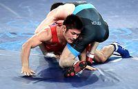 男子グレコローマン66キロ級の3位決定戦で敗れた井上智裕(左)=竹花徹朗撮影