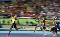 男子200メートルで優勝し3連覇を達成したウサイン・ボルト=ロイター