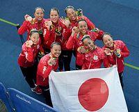 チームで総メダルを獲得したシンクロの選手たち=竹花徹朗撮影
