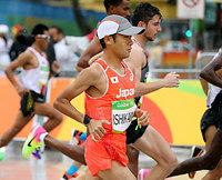 男子マラソンでスタートする石川末広=21日、ブラジル・リオデジャネイロ、長島一浩撮影