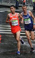 男子マラソンで2キロ付近を走る北島寿典=林敏行撮影