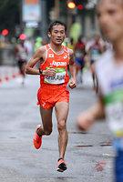 男子マラソンで40キロ手前を走る石川末広=林敏行撮影