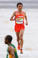 男子マラソンで36位でゴールする石川末広=長島一浩撮影